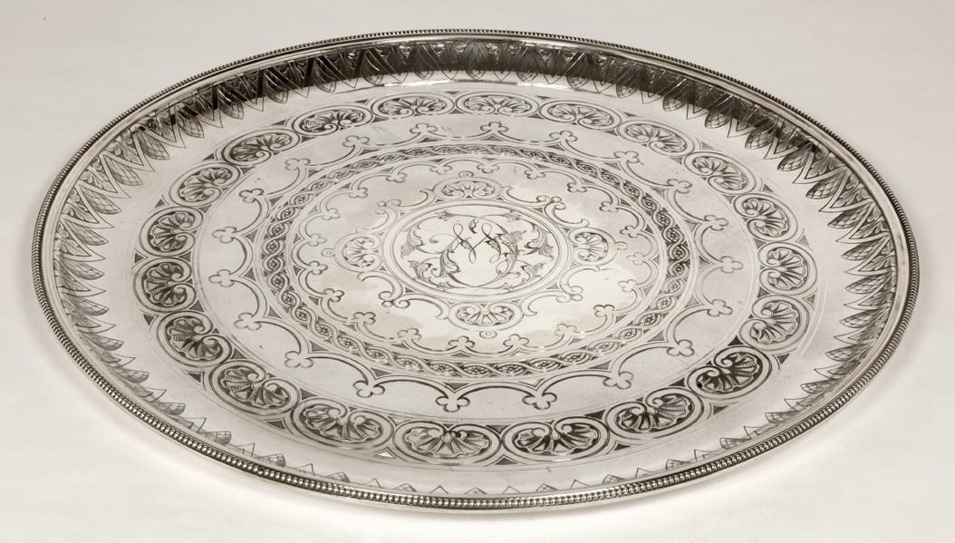 Silversmith CARTIER - Round tray in solid silver - XXth - by Cartier