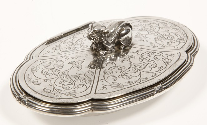 Goldsmith ODIOT A PARIS - Solid silver box - Late 19th century
