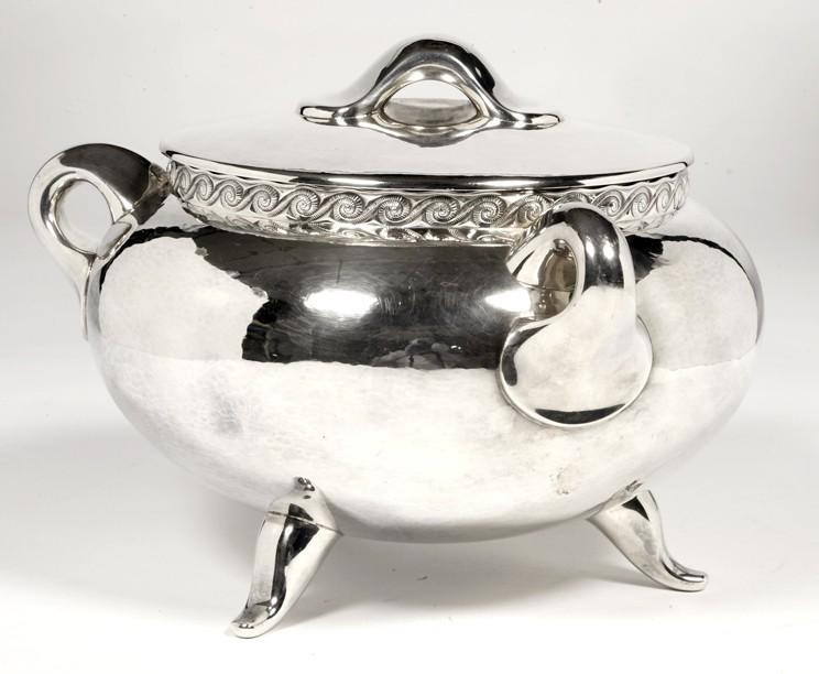 Orfèvre Tétard - Tureen in solid silver design circa 1950