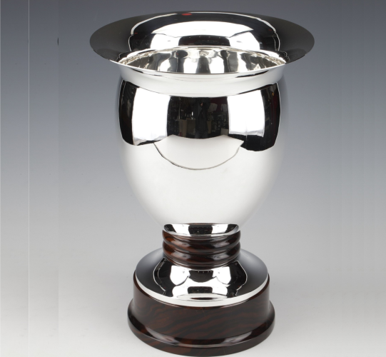 Solid silver vase made by the Brussels silversmith SIMONET